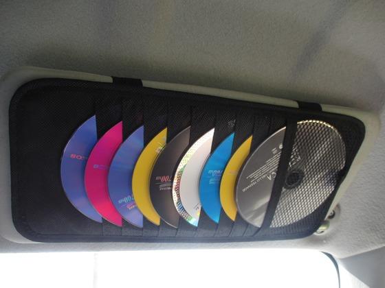 楽天市場で購入したCDホルダーを車に取り付けたときの画像